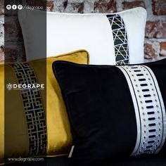 Yumuşacık dokusu ile içinizi ısıtacak kumaşlarımız İle tanışmadıysanız, bugün tam zamanı.  Kumaş:Jeffrey velvet Beyaz yastık bordür: Rennes Sarı yastık bordür: Quatre Siyah yastık bordür: Mucho . #yastık #bordür #degrape #kumaş #perde #döşemelikkumaş #izmir #evdekorasyonu #istanbul #curtain #upholstery #textile #design #interiordesign #elegant Istanbul, Gym Bag, Throw Pillows, Elegant, Rennes, Classy, Toss Pillows, Cushions, Decorative Pillows