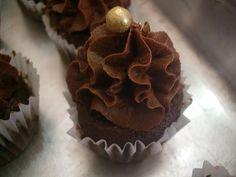Aqui na Cozinha » Ganache de Chocolate com Chantilly Para Cupcake #receita