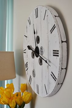 How to make a DIY farmhouse clock from a wood cable reel. DIY farmhouse home decor and decorating ideas Make A Clock, Diy Clock, Clock Decor, Clock Ideas, Clock Wall, Farmhouse Clocks, Farmhouse Decor, Farmhouse Style, Electrical Spools