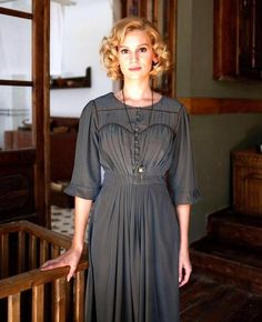 Farah Zeynep Abdullah Unique Outfits, Vintage Outfits, Kurt Seyit And Sura, Mejores Series Tv, Short Hair Model, Dress Skirt, Shirt Dress, Turkish Beauty, Turkish Actors