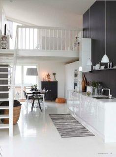 Kaunis valkoisen, mustan ja harmaan liitto. Uutta ja vanhaa sekä moderni keittiö
