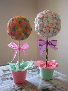 Pretty pastel sweet trees with bows. Made from jelly sweets and marshmallows. Delicious and beautiful Unicorn Birthday Parties, Diy Birthday, Unicorn Party, Friend Birthday, Birthday Quotes, Birthday Party Decorations, Birthday Gifts, Candy Trees, Candy Topiary