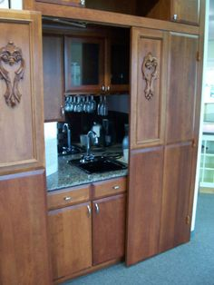 Custom door panels from Holiday Kitchens with full access hardware make no obstruction to opening all of your cabinets and drawers with ease