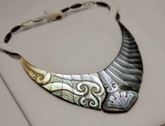 Necklace of nacre ( mother-of-pearl )