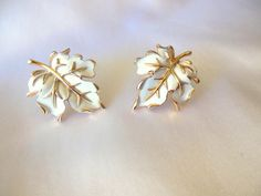 Classic Trifari Earrings White and Gold Clip by VJSEJewelsofhope, $15.00 #vjse2 #vintage #jewelry #gifts