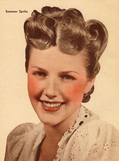 Volume abounds in the front of this lovely 1940s hairdo. #vintage #1940s #hair #style #waves