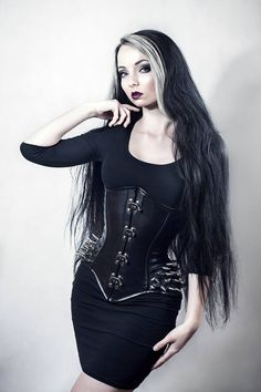 Model: Maru Pracnová Photo/Post & Styling: Marie Pracnová Photography Welcome to Gothic and Amazing |www.gothicandamazing.com