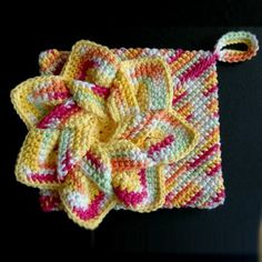 Flower Hot Pad [Crochet] If need to find crochet hot pad there are many offers in crochet freee patterns collections. The quiestion due to this project it have to be crochet very carefully and patiently.