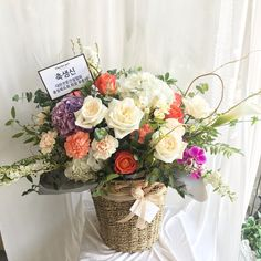 Flower Basket, Flower Boxes, Fruit Gifts, Spring Design, Arte Floral, Flower Centerpieces, Artificial Flowers, Floral Arrangements, Beautiful Flowers