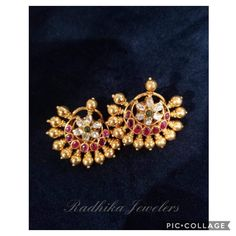 Gold Jewelry Simple, Simple Earrings, Gold Earrings Designs, Necklace Designs, Bridal Jewelry, Beaded Jewelry, Gold Jewellery, Gold Ornaments, India Jewelry