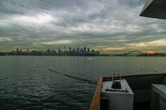 https://flic.kr/p/rT6gmU | 함선에서 바라보는 모습 : View seen from cruise | 비가 걷혀가는 모습과 함께 묘한 멋진 모습을 보여주고 있었습니다. 날은 흐려서 좀 그랬지만 이런 정서와 색깔을 만나볼 수 있다는 것은 또 재미있는 일이었습니다.