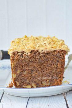 Walnotencake met espresso van Rutger van den Broek. Ik bakte de cake die getipt was door een lezer. Wow! De cake zit bomvol walnoten, heeft een chewy bite en de mokka roomkaasglazuur; heel erg lekker bij elkaar. Walnut cake with espresso, taste a bit chewy; delicious!