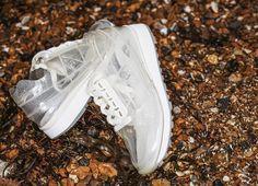 Le Coq Sportif bringt mit dem Eclat W Translucent den Sneaker gewordenen Traum eines jeden Sockenliebhabers auf den Markt: Einen durchsichtigen Turnschuh.