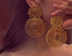Ideas Jewerly Making Ideas Bracelets Tips Gold Earrings Designs, Gold Jewellery Design, Necklace Designs, Indian Jewelry Earrings, Bridal Jewelry, Antique Earrings, Antique Jewelry, Vintage Jewelry, Stylish Jewelry