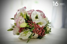 Un romantico  #bouquet, importante per ogni #sposa, con il #pepe rosa per richiamare il #tema del #matrimonio. #leitmotif #allestimentofloreale #fiorimatrimonio #floraldecoration #weddingsluxury #weddingsintuscany #peperosa #fioridistagione #weddingdestination #destinationelba #weddingchic #nozzechic #nozzedafavola #weddingplanner #weddinginspiration #weddingideas #mylifestyle #elbaweddingstyle #elbastyle #weddingstyle #elba #luxuryevents #weddingsislands #isoletoscane #isoladelba #tuscany