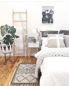 Absolutely loving the vibe of this bedroom!! Such a beautiful space for a snooze... @homesbycaz