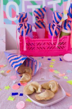 Glückskekse zur Einschulung. Süße Überraschung verpackt in Mini-Schultüte Breakfast, Mini, Cake, Desserts, Food, Morning Coffee, Tailgate Desserts, Deserts, Kuchen