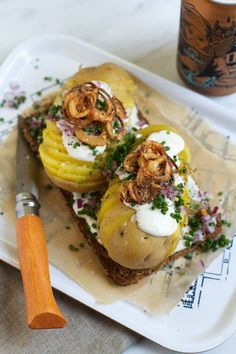 {Kartoffelmad Smørrebrød} Potato and Horseradish Open-Face Sandwich Sandwiches, Nordic Diet, Brunch, European Cuisine, Scandinavian Food, Danish Food, Street Food, Food Inspiration, Open Face