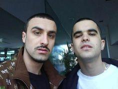 Para el recuerdo, el bigote de Tote King acompañado por su hermano Shotta