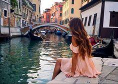 Recopilamos para ti diez canciones italianas de diferentes épocas que capturan la esencia clásica y romántica características de la región.