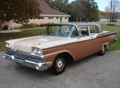 1959 Ford Custom 300....I had one like this but it was all white...great car...(WP)