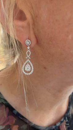 1.16 Carats Diamonds Pear Cut Effect 18 Carats White Gold Earrings