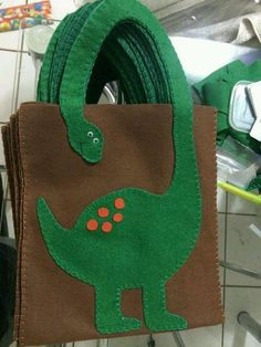 47 Ideas diy bag totes ideas for 2019 Felt Crafts, Fabric Crafts, Sewing Crafts, Sewing Projects, Craft Projects, Dinosaur Crafts, Dinosaur Birthday Party, Felt Toys, Gift Bags