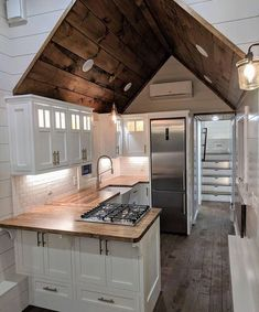 Inspiration Picture for Your Own Tiny House with Small Kitchen Tiny House Ideas House Inspiration kitchen Picture Small Tiny Modern Tiny House, Tiny House Cabin, Tiny House Living, Tiny House Plans, Tiny House Design, Tiny House On Wheels, Small Living, Tiny Houses, Tiny House Office