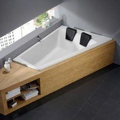 Diese Eckbadewanne für Zwei  lädt zum Entspannen ein.