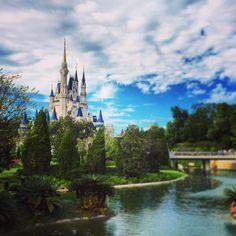 いいね!209千件、コメント1,401件 ― Walt Disney Worldさん(@waltdisneyworld)のInstagramアカウント: 「Where fantasy becomes reality! #MagicKingdom #CinderellaCastle (Photo: @leonliangs)」