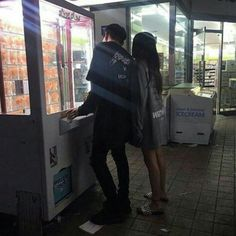 Resultado de imagem para korean couple ulzzang having ice cream Couple Ulzzang, Ulzzang Girl, Ulzzang Fashion, Cute Relationships, Relationship Goals, Couple Goals Cuddling, Foto Top, Korean Couple, Couple Aesthetic