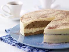 Торт «Эггног» считается Рождественским десертом, но многие готовят этот сладкий гоголь-моголь и на Пасху. Нежный, умеренно сладкий желейный десерт на основе сливочного творога, ликёра и желтков. В можете украсить торт по собственном усмотрению, но в идеале — именно простота выделяет «Эггног»среди сотен праздничных тортов. Торт с низким содержанием жира. Крем не содержит творог и не […]