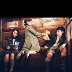 Susan, Lucy and Edmund Pevensie in socks on the train in the Chronicles of Narnia. Peter Pevensie, Susan Pevensie, Lucy Pevensie, Edmund Pevensie, Narnia Cast, Narnia 3, Narnia Movies, Georgie Henley, Tribute