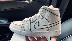 Cool Nike Shoes, Nike Air Shoes, Cute Shoes, Men's Shoes, Nike Socks, Cheap Jordan Shoes, Jordan Shoes Girls, Air Jordan Shoes, Sneakers Mode