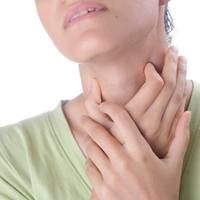A sore throat and the common cold are irritating factors in our lives. There are a few, easy home remedies that will curtail your symptoms and get you back to normal. Learn how to prevent a sore throat before it turns into the common cold. Throat Pain, Strep Throat, Oral Cancer, Cancer Cure, Natural Home Remedies, Herbal Remedies, Health Remedies, Flu Remedies, Home Remedies