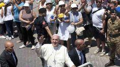 En Lampedusa, el Papa condenó la indiferencia por la muerte de inmigrantes