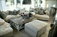 21 fabulous rustic glam living room decor ideas – Amber's Wanderland Glam Living Room, Cozy Living Rooms, Home And Living, Living Room Decor, Small Living, Apartment Living, Living Spaces, Bedroom Walls, Bedroom Ideas