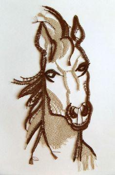 2012/6, 3€ Merci à Marie T. qui m'avait envoyé beaucoup de photos de ses réalisations, qui sont toutes très belles. Aujourd'hui je vous (re-)présente cette tête de cheval, très réaliste de par le dessin et les couleurs choisies.