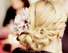 This is so pretty for a bridesmaid hair! <3