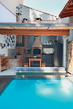 Indeed, people build pool house add beauty value to the owner's property. Find out most popular Pool House Ideas around the net here! Small Pool Houses, Small Backyard Pools, Outdoor Kitchen Sink, Outdoor Kitchen Design, Outdoor Kitchens, Bohemian Patio, Small Space Interior Design, Simple Interior, Model House Plan
