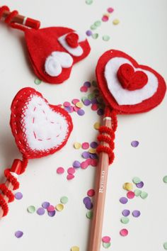 DIY Felt #Valentine's heart pencil topper   The Crafty Kitty for Henry Happened