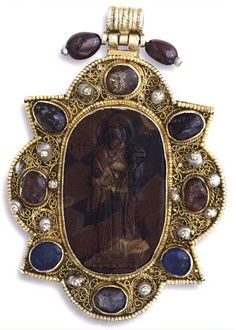 Christ and his Virgin ODIGITRIA.  Cameo is from aimatitῃ, silver gilt, filigree, precious stones, pearls, enamel trace.Cameo from the 12th century and the rest of the piece is from the late 15th-early 16th century.