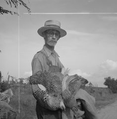 Farmer who has just moved into impoverished Greene County, Georgia from the Georgia hills 1937 dorothea lange Rare Photos, Old Photos, Great Depression Photos, Dorothea Lange Photography, Become A Photographer, Dust Bowl, Photography Courses, Lifestyle Photography, Documentary Photographers