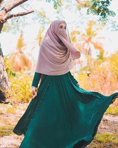 Niqab Fashion, Modern Hijab Fashion, Muslim Women Fashion, Hijab Style Dress, Hijab Chic, Arab Girls Hijab, Muslim Girls, Beautiful Muslim Women, Beautiful Hijab