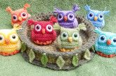 So adorable! Nesting Rainbow Owls -- amigurumi crochet, free pattern on Ravelry Crochet Snail, Owl Crochet Patterns, Crochet Butterfly, Owl Patterns, Crochet Rope, Cute Crochet, Amigurumi Patterns, Vintage Crochet, Crochet Baby