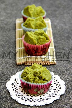 This type of steamed cake is usually made with brown sugar for praying purposes, but I made some with matcha today to satisfy my craving fo. Sweets Recipes, Tea Recipes, Cake Recipes, Snack Recipes, Desserts, Matcha Cupcakes, Matcha Cake, Cookie Cake Pie, Cake Cookies