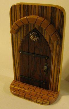 cute idea Diy Gate, Miniature Gardens, Fairy Doors, Magical Creatures, Little People, Can Opener, Fairies, Miniatures, Fantasy