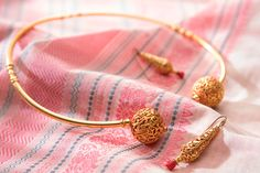 A lovely off white Kanchi Cotton from Urdir is perfectly harmonised with jewellery by Raji Anand. http://www.parisera.com/products/pairing-0003/25562/?cid=308
