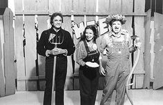 Johnny Cash, June Carter Cash and Goober on Hee Haw..priceless!