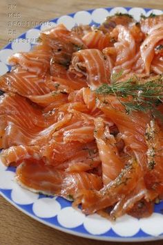 Gravlax, recipe by Bernard Laurance - My kitchen drafts Fish Recipes, New Recipes, Chicken Recipes, Dinner Recipes, Nordic Diet, Sashimi Sushi, Appetisers, Entrees, Seafood